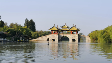 扬州瘦西湖风景区的著名景点,五亭桥和白塔