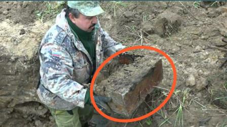男子探测到地下有异常,连挖半小时后,果然收获不小!