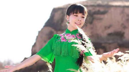 王二妮一首《盼乡音》歌声满是乡愁,一开口就热泪盈眶了