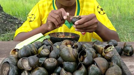 农村花样美食,熊孩子塘里刚捡的福寿螺,这样煮来吃太过瘾了