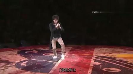 黄子华栋笃笑:你想跟对方握手,他对你弯腰,你该怎么办!学学啦!相关的图片