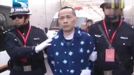 珍贵影像:刘汉一行6人判死后,戴着头罩押赴囚车时的场景相关的图片