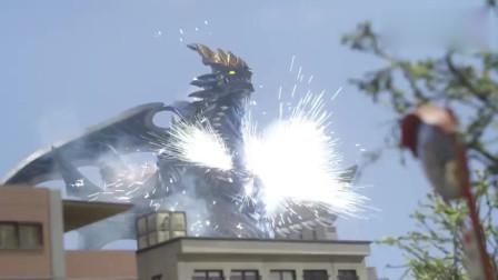 奥特曼:两个奥特曼变成一个奥特曼,攻击可恶的怪兽!