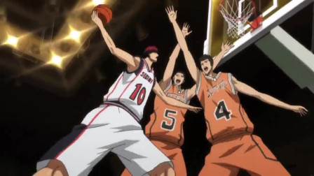 黑子的篮球:面对秀德两人包夹,火神扛着两个人直接暴扣,全场沸腾了