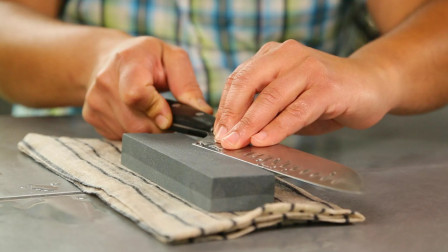 菜刀怎样磨?磨刀师傅教我的小秘诀,再钝的刀也能磨得又快又锋利