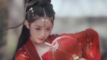 当中国汉服出现在国外街头,老外看傻眼了:这是仙女下凡了?