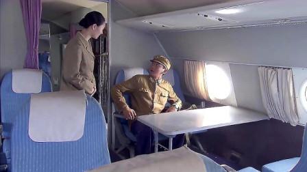 空姐不讓男子登記,說這是首長的專機,沒想到男子就是首長