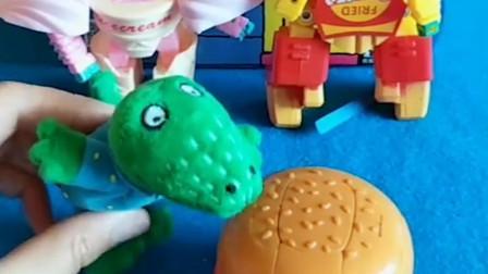 怪獸把喬治的好吃的偷來了,結果好吃的都變成機器人了,這是怎么回事呢?