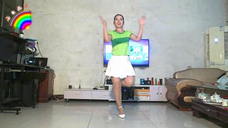 点击观看《中老年无基础健身舞蹈视频牧羊姑娘 南北东小妹广场舞》