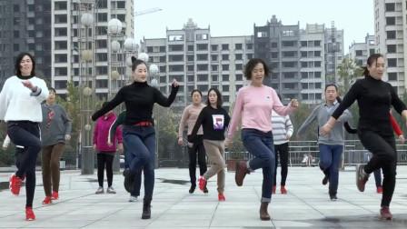 点击观看《青青世界广场鬼步舞《孤芳自赏》》