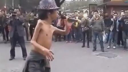 李宗盛这辈子最怕的,估计就是听到乞丐翻唱他的这首歌,比他唱的还撕心