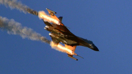 飞行员长期遭受上级毒打,一怒之下架机撞向指挥室,当场炸死30人