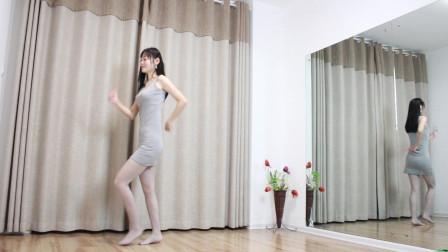小媳妇小君超短睡裙跳广场舞 真美