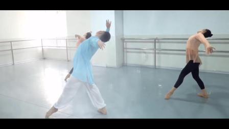 点击观看《简单优美练习室学跳古典舞芙蓉雨》
