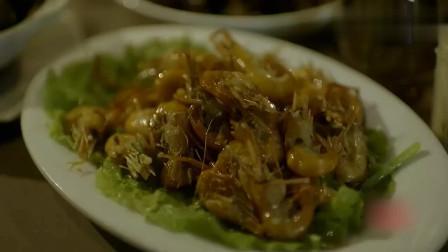 老外在中国:外国美食家被请吃中餐,边吃边感叹:世界变得越来越中国!