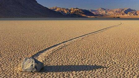 石头居然长了腿?美国死亡谷石头能自己移动,最远的已经走了30米