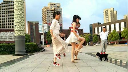 点击观看《麦芽广场鬼步舞《山谷里的思念》16步 背面口令分解》