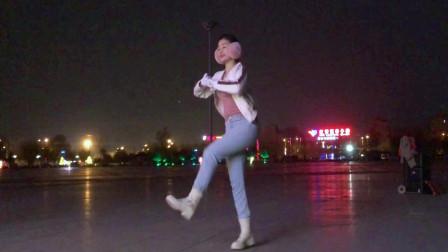 点击观看《青青世界大冬天河边尬舞视频》