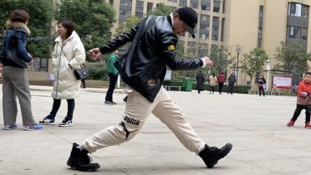国内顶级鬼步舞高手,街头小秀一段,有几步快飘起来,凌波微步?