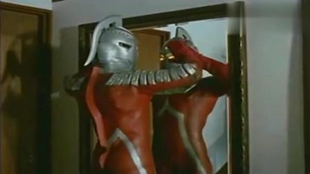 奥特曼:赛文奥特曼变成人类一般大小,开门下楼梯一气呵成!