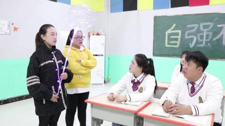 学霸王小九:学生没写作业不承认,没想老师请来测谎机器人,真逗