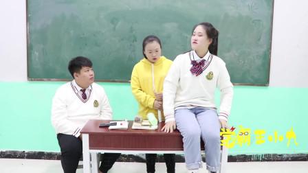学霸王小九:老师让交出考试无关的东西,没想女同学把自己交上去了,太逗了