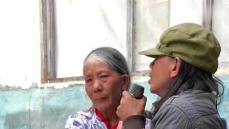 小伙唱《万爱千恩》,母亲听哭了,歌声触动心灵!