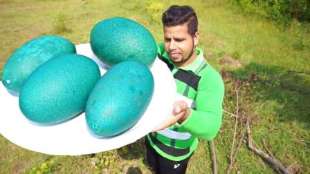 """小哥在山上捡到4枚""""绿色""""巨蛋,切开一看,瞬间惊喜万分!"""
