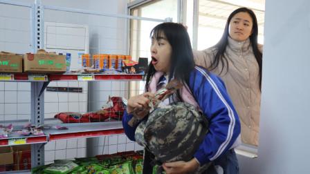 学生连续偷超市里的粘土,不料被老板逮个正着,结局爆笑