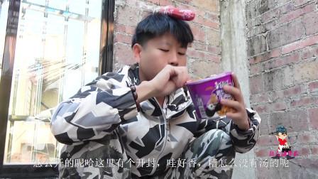 香肠派对真人版爆笑吃鸡:陆霖海学长看到一盒泡面,一时激动哭了