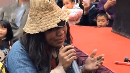 破乞丐演唱一首《昨夜星辰》,开口简直不可思议,完美秒杀中国好声音