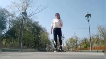 鬼步舞《谁》跳的帅气又好看,想学会曳步舞,勤学苦练是关键