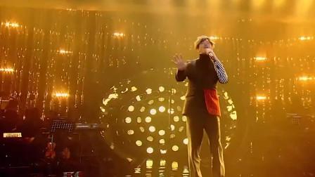他偷摸去周杰伦演唱会,却被抓来唱歌,一开口让周杰伦慌了!