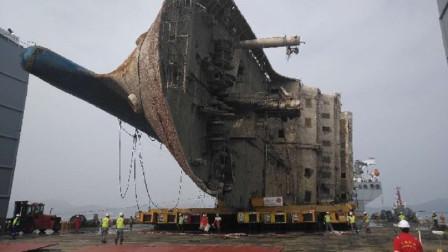 """2700吨货轮""""侧翻""""大海,工人是如何展开救援的?看完真的太佩服了"""