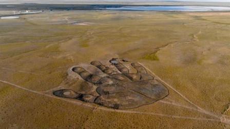 """内蒙古发现60亩""""巨人掌印"""",被认出是天外飞掌,网友坐不住了"""