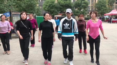 大家都喜欢的懒人健身操,简单2步,坚持跳甩掉身上多余脂肪