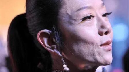 61岁杨丽萍撞上62岁邓婕,自然老去和保养过度的差距:一目了然