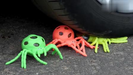 趣味脑洞实验:开小汽车碾压各种小玩意,网友:这声音太减压了!