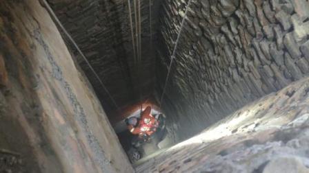 为捡手机,他掉入30米深煤窑井困4小时