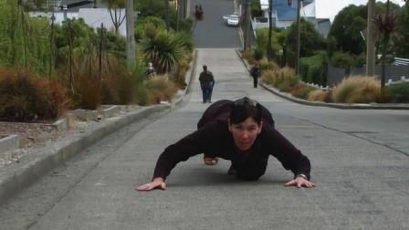 """全世界最陡的街道,曾获吉尼斯世界纪录,居民回家全程靠""""爬""""!"""