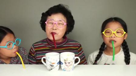 吃货小萝莉,和奶奶一起用软糖吸管喝加了飞碟糖和雪花糖的饮料