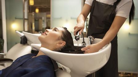 用洗洁精洗完头发之后,我都不敢出门了 网友:这去污能力太强了