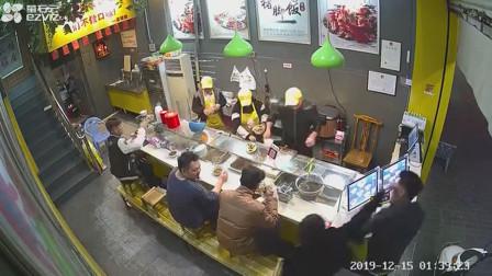 你瞅啥?廣東潮州一外賣小哥疑在餐廳抽煙引不滿遭食客猛打