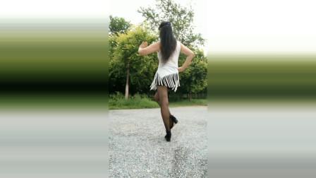 点击观看《永东广场舞 最美的姑娘》