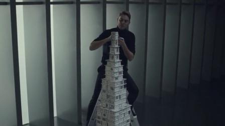 男生用扑克牌建房子,不仅保持着世界纪录,还多次打破自己的记录
