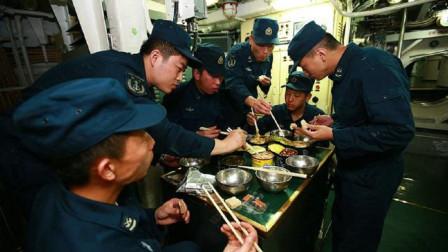 潜艇兵伙食待遇全军最高,他们都吃什么?士兵:比起肉,更想吃菜