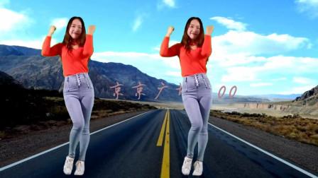 点击观看《京京广场舞 《下个路口见》中年大姐网红舞曲 简单好看》