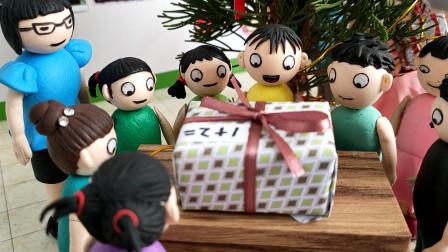 老师发圣诞节礼物,臭蛋拿下最大礼盒,他能得到礼物吗