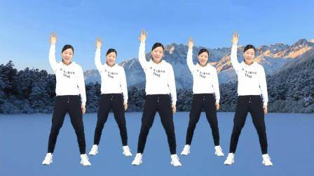 点击观看《艾And幼广场舞 冬天里的一把火 冬季热身必备动感健身操》