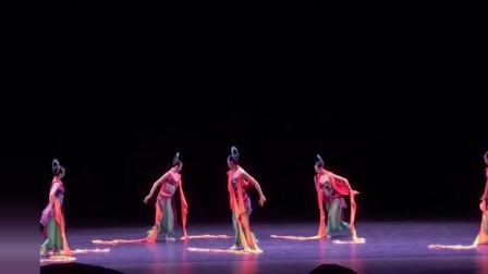 中國古典舞敦煌舞,猶如壁畫里面走出來的仙女,每一個動作都好看